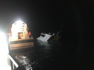 澎湖遊艇擱淺沉沒 71人全數獲救(圖/天富一號乘客提供)
