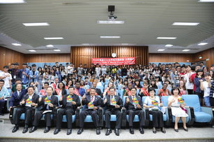 「餐桌文化 世界和平」青年領袖高峰會合影(台南市政府提供)