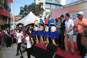 淡水環境藝術節,新北市長朱立倫及淡水區長巫宗仁帶著大家齊舞